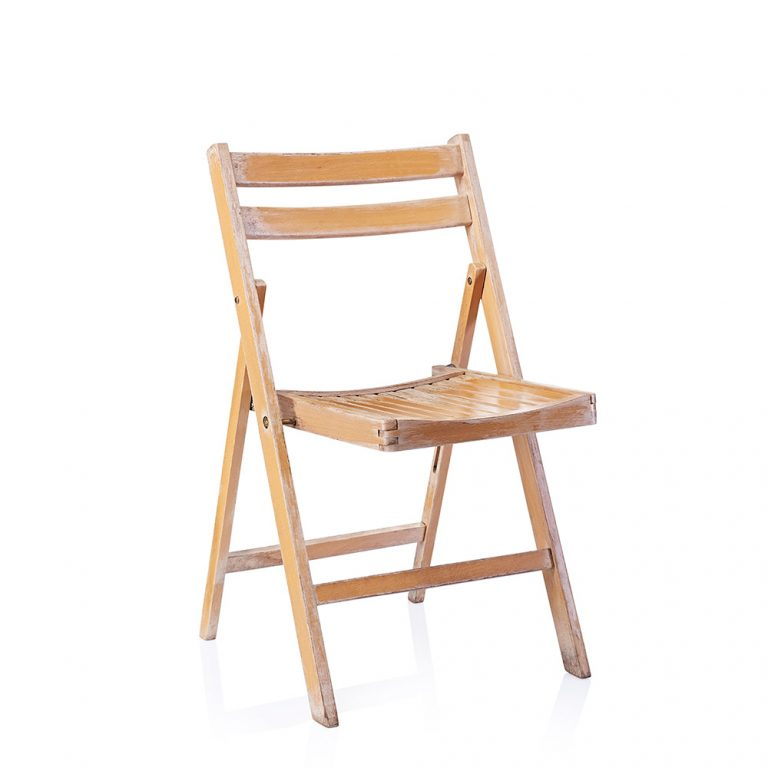 folding wooden chairs that can be used for a rustic wedding